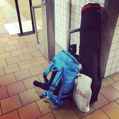 packning-utrustning-fotograf-on-location-resa-blixtar-kameraväska