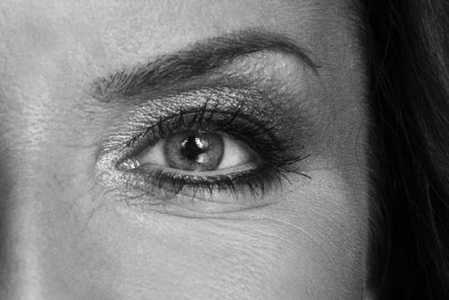 närbild-öga-catchlight-två-blixtar-reflexskärm