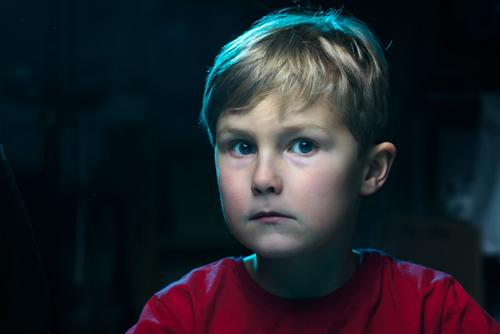 testbild-porträtt-med-kallt-blått-kantljus-CTB-för-effekt-med-ofiltrerat-huvudljus