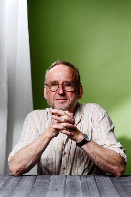 Erik-Sidenbladh-pressporträtt-fotostudio-Bonnier-ändrad-bakgrund