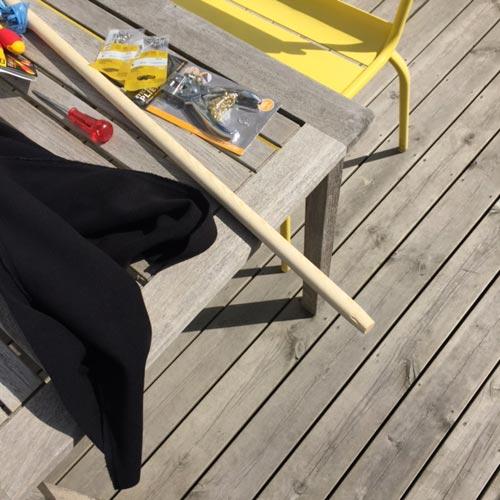 08_material-DIY-projekt-rullbar-flagga-molton-rundstav-trä-skruv-öljetter-tång