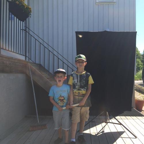 09_exempel-färdig-DIY-rullbar-flagga-projekt-skärma-av-sol-skugga-porträtt-utomhus