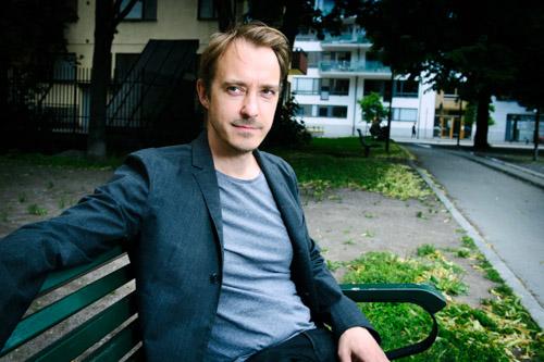Jonas-Karlsson_Skadespelare-forfattare-portratt-artikel