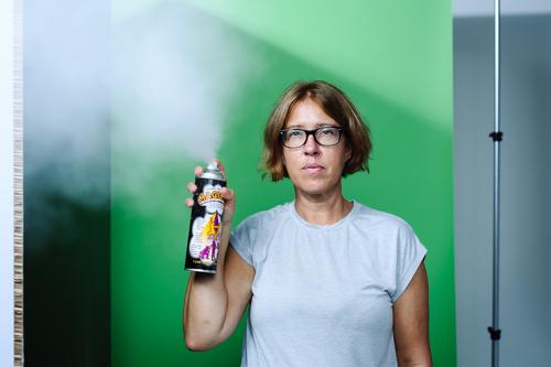 2-rok-i-sprayburk-till-fotografering-fotostudio-haze. Fotograf Stefan Tell