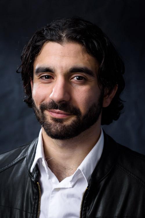 Skådespelarporträtt av Rojan Telo, studioporträtt till casting m.m. Fotograf Stefan Tell