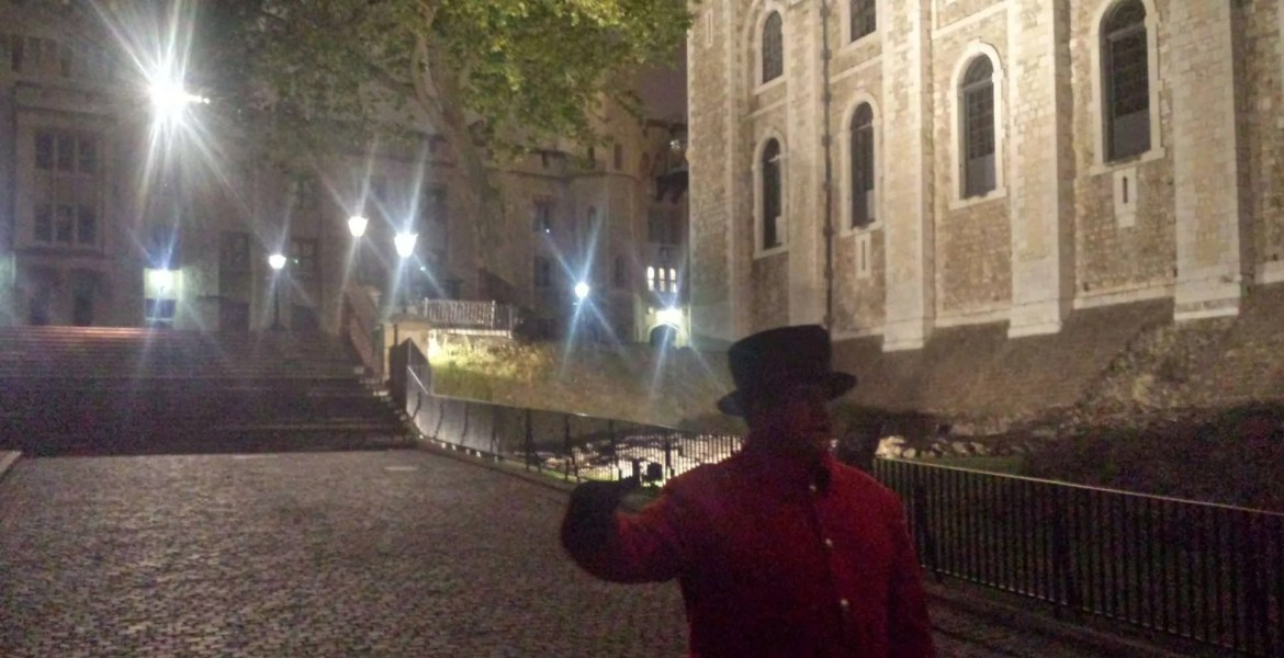 This is where the Ceremony ends. Our Yeoman Warder answers our questions in a stern, yet funny, manner.