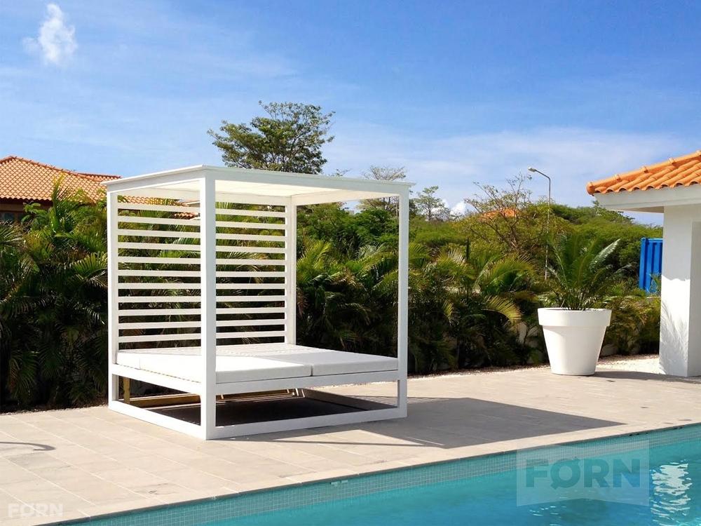 Wit zonnebed van hout  Mooiste tuinmeubel van het jaar
