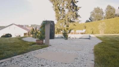 Moderner-garten-stein-und-gruen