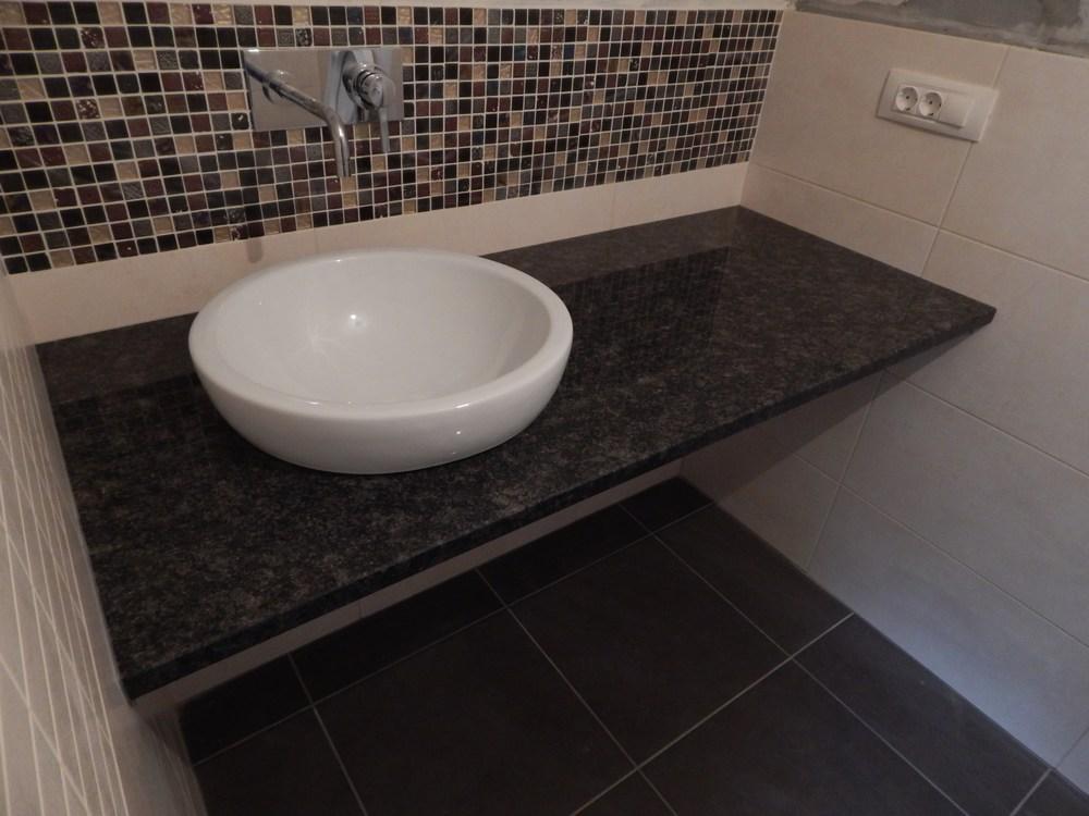 Arbeitsplatte BadezimmerWaschtisch Wir verkleiden Bder mit Granit und verlegen Granitfliesen