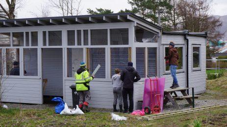 Nye vinduer til drivhuset -Fra dugnaden mars 2019