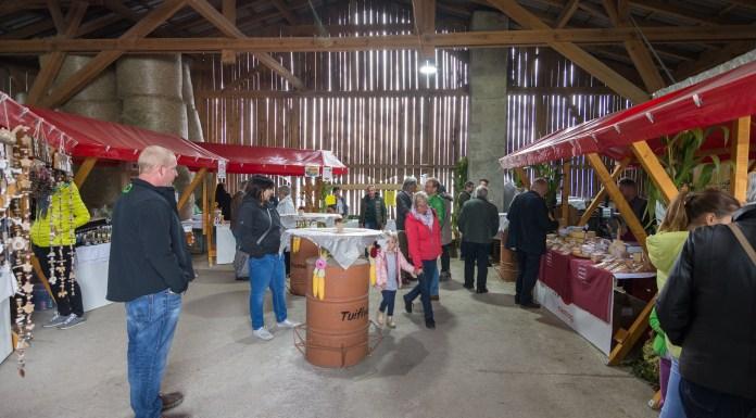 Viele Gäste nutzten die Gelegenheit, unsere Produkte aus dem Hofladele zu verkosten. Foto: Elias Kapeller