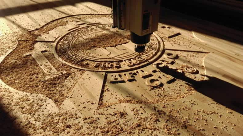lemnul si mobila - gravare CNC