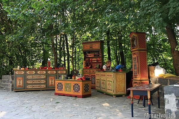 Mobila pictata - Targul mesterilor populari din Sibiu - Mobila pictata