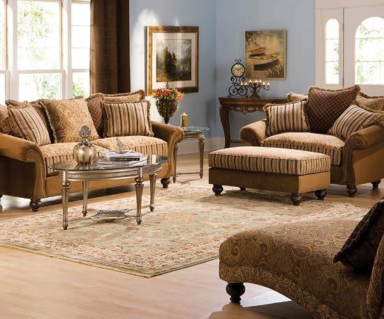 Sufragerie cu canapele si pereti albastri