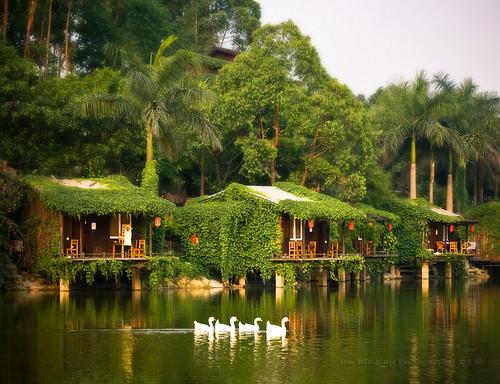 Casa din Shenzen pe margine de lac