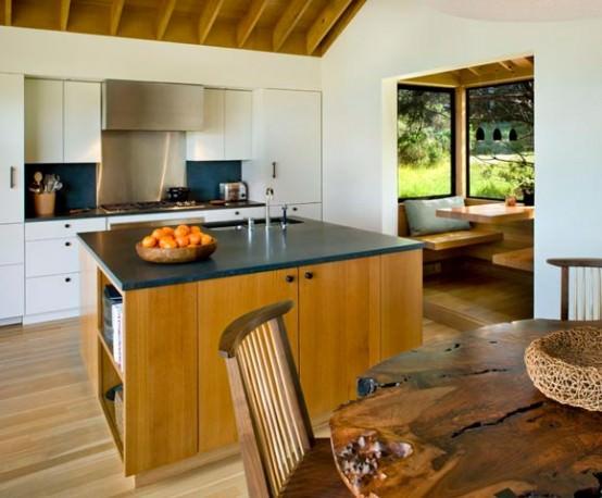 Mobila de bucatarie cu lemn natur, neprelucrat pentru tablia mesei