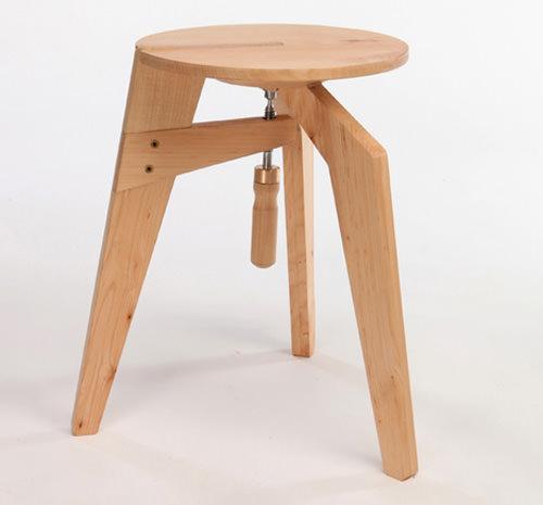 Scaun de lemn cu prindere in stil tamplaresc