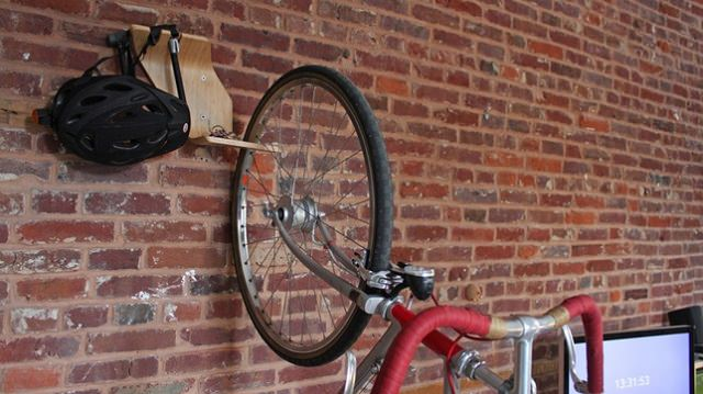 atarna-ti bicicleta de perete