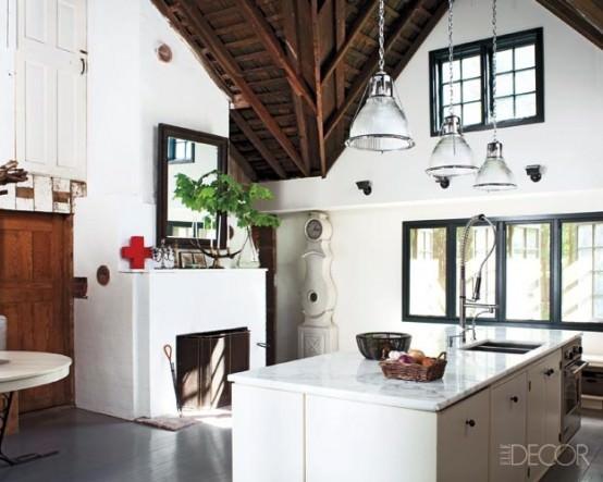 Amenajarile interioare - bucatarie moderna in hambar