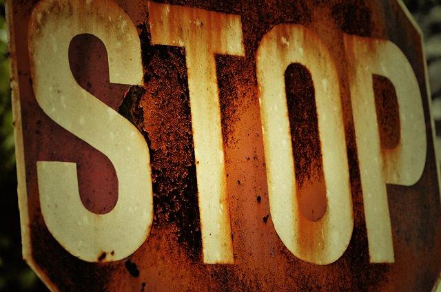 full_rusty-stop-sign