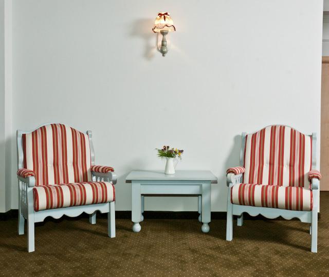amenajarea unei pensiuni cu mobila saseasca pictata