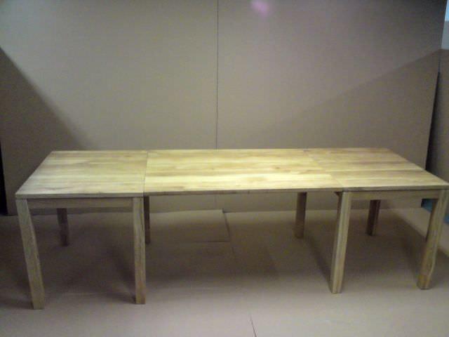 model de masă cu extensie comună pentru două corpuri separate