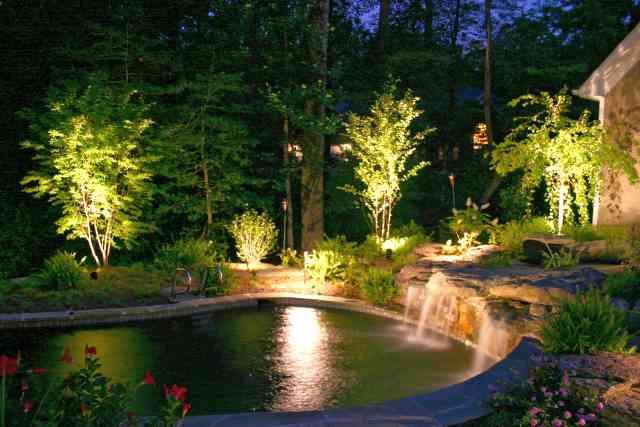 iluminatul noscturn al piscinei