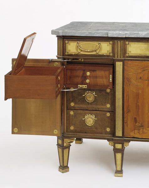 mobila din lemn masiv - compartimente ascunse