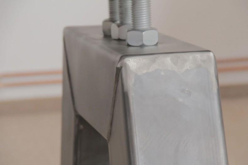 detaliu constructiv pentru piciorul metalic