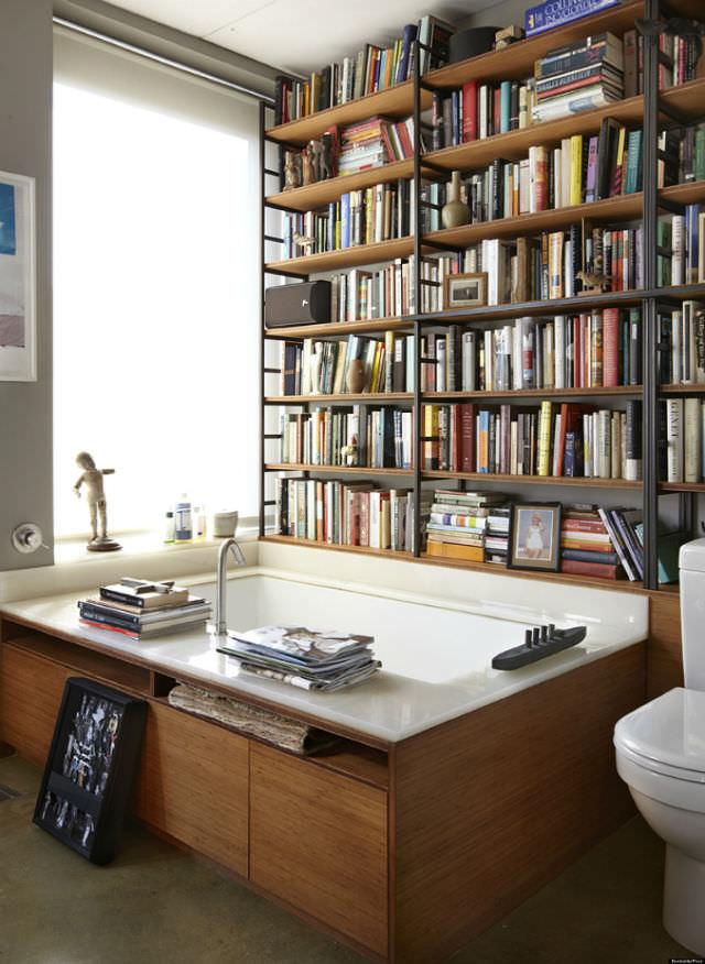 biblioteca din baie