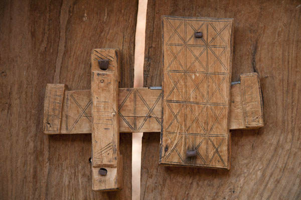 incuietoare din lemn