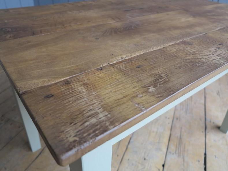 lemn masiv cu fibra evidentiata de finisaj