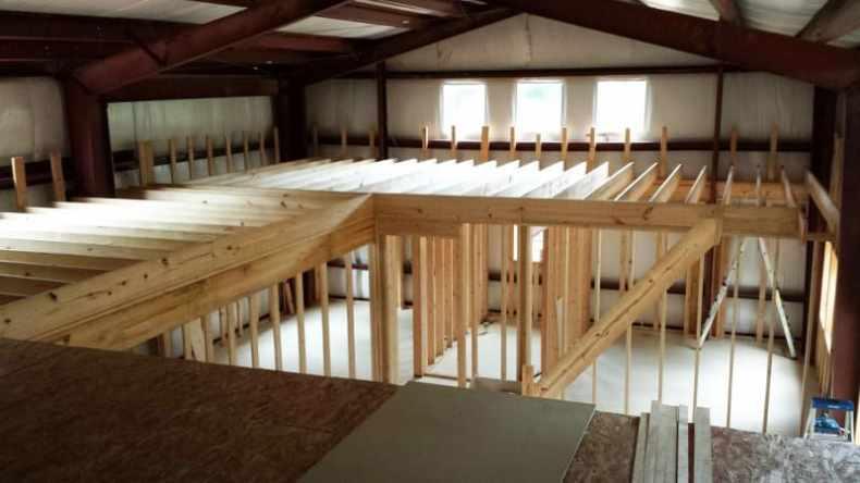 structură din metal pentru casa cu compartimentare din lemn