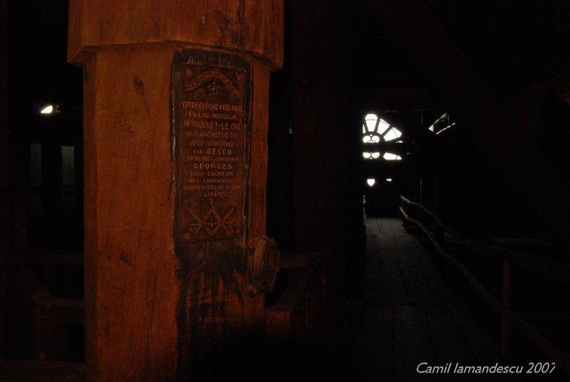 inscripția nasonică de pe lucrarea originală la Notre Dame