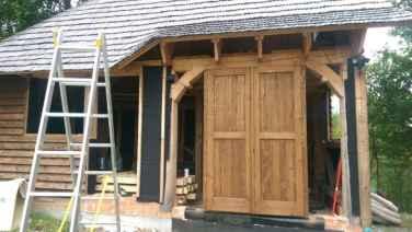 ușa de intrare dubla din lemn