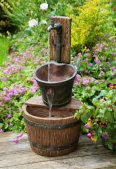 aranjament cu vase din lemn