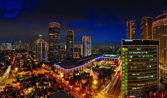 Nope, this is not Singapore or Hong Kong's skyline. Welcome to the glitzy side of Manila!