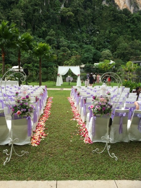 Look at this gorgeous wedding set-up, against the backdrop of limestone hills and a natural lake!