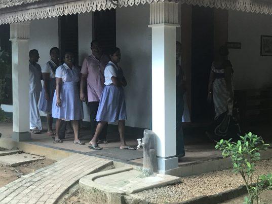 Die Krankenschwestern und Behandler nach ihrer Mittagspause