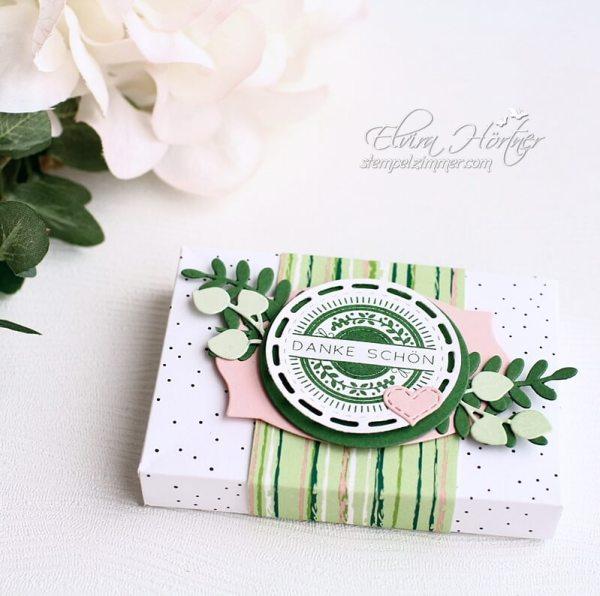 Schokoladenverpackung-Smarties-Schokolinsen-Envelope Punchboard-Danke schoen-Bestickte Gruesse-In Blueten gerahmt-Stampin Up-stampinup-bestellen