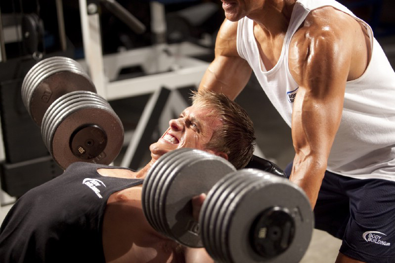 how to be a better weight lifting spotter2