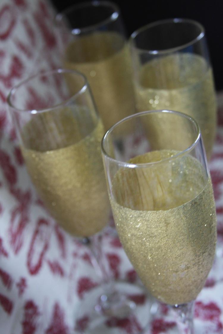 How to Make Glitter Champagne Flutes