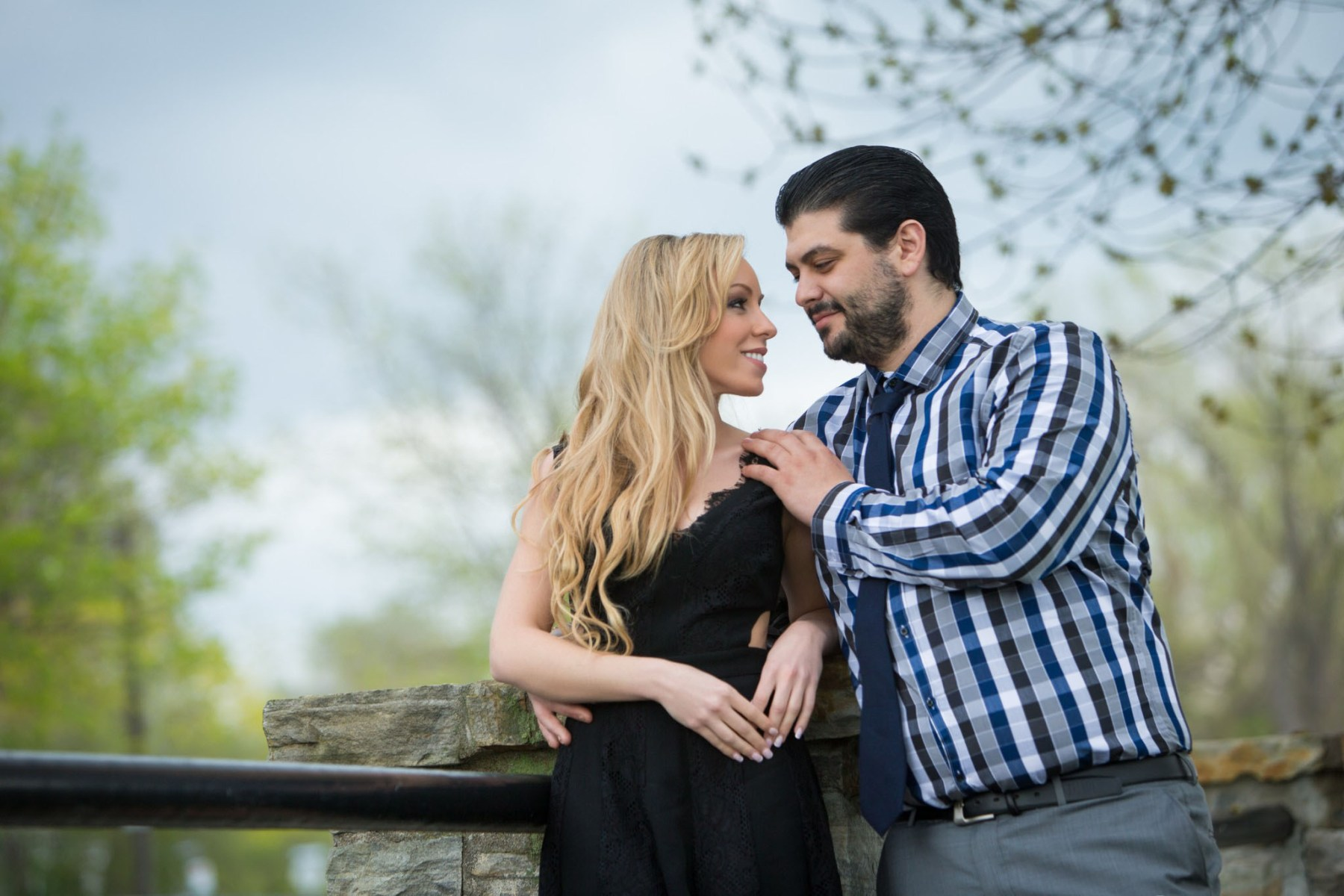 Photos de couple dans le Vieux-Lachine par Stéphane Lemieux Photographe de mariage Montréal
