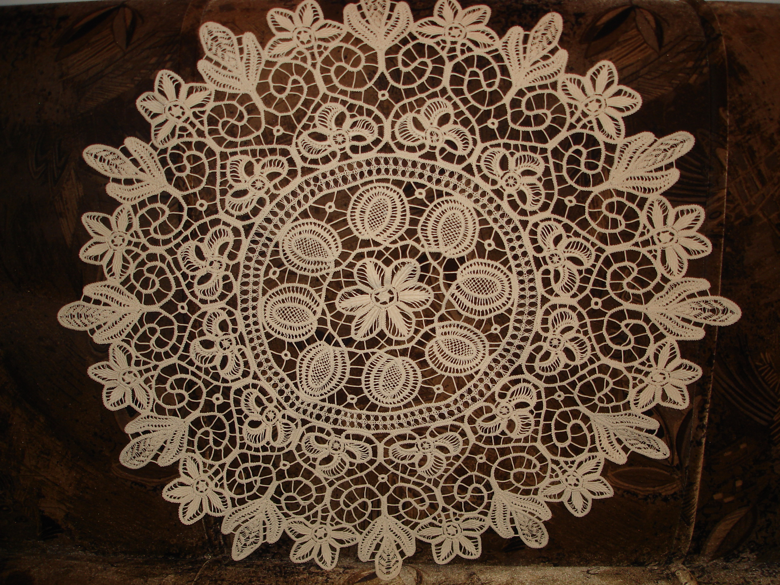 Round Lace Tablecloth