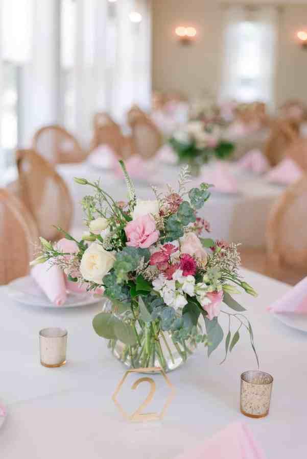 blush centerpiece at Thistlewood manor & gardens wedding