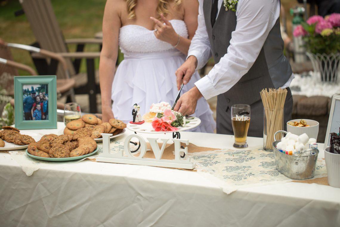 Cruz Reception Cake 15 WOODINVILLE BACKYARD POOL WEDDING | WOODINVILLE WEDDING PHOTOGRAPHER