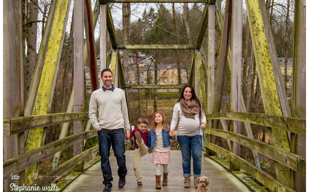 Enumclaw, Issaquah, Seattle, Lake Stevens, Mukilteo, Snohomish, Monroe, Lynnwood, Everett, Marysville, Edmonds, Woodenville Family Photographers www.stephaniewalls.com