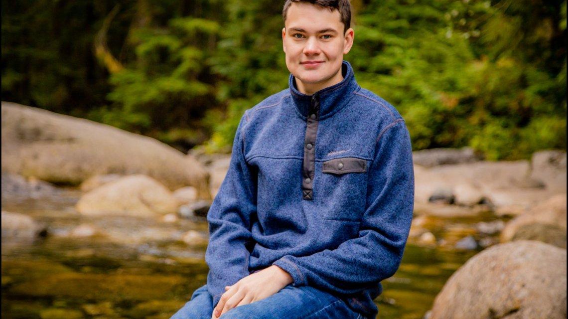 Alex B Co2018 | Franklin Falls Snoqualmie | Meadowdale High School Senior Photographer