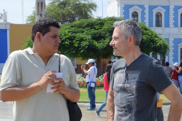 Alberto our local 'man who can' talking to Doug from Canada.  Alberto has helped to arrange the assignments here in Trujillo.