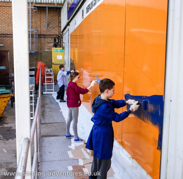 On Sunday morning the first colours got applied to the mural by a team of eager helpers...  Community art bringing people together!